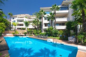 Penthouse Nagueles, Marbella