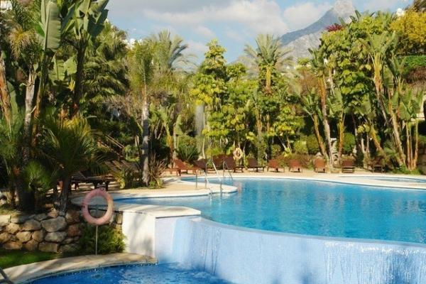 3 Bedroom, 3 Bathroom Penthouse For Sale in Lomas del Rey, Marbella Golden Mile