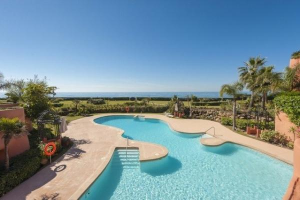 3 Bedroom, 3 Bathroom Penthouse For Sale in Los Monteros Playa, Marbella