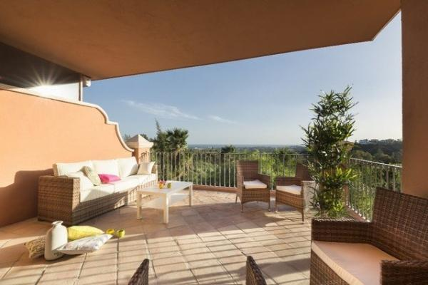 2 Bedroom, 2 Bathroom Apartment For Sale in Cumbre de los Almendros, Monte Halcones, Benahavis