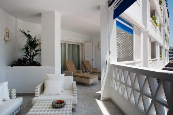3 Bedroom, 3 Bathroom Apartment For Sale in Las Gaviotas, Puerto Banus, Marbella