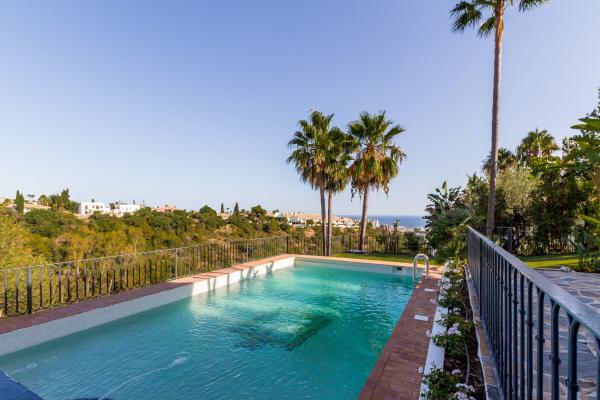 4 Bedroom, 4 Bathroom Villa For Sale in Monte Paraiso Golf & Country Club, Marbella Golden Mile