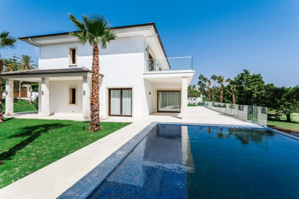 5 Bedroom, 5 Bathroom Villa For Sale in Los Naranjos Golf, Marbella