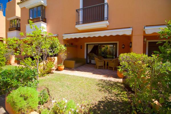 2 Спальня, 2 Ванная Вилла Продается в Bahia de Marbella, Marbella East