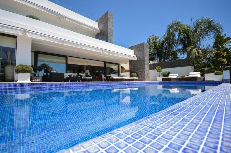 Nagüeles Villa