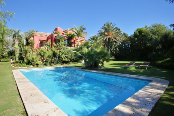 5 Bedroom, 5 Bathroom Villa For Sale in Altos de Puente Romano, Marbella