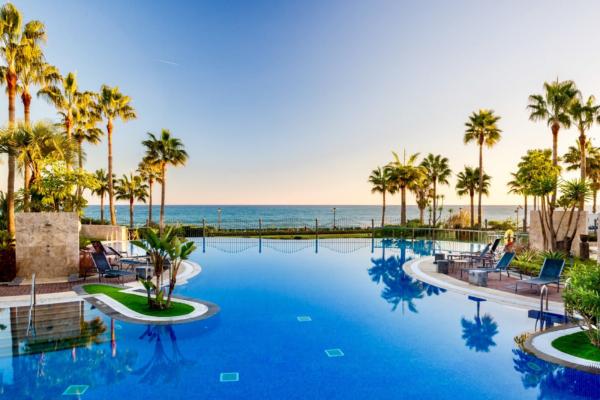 3 Bedroom, 2 Bathroom Apartment For Sale in Mar Azul, Estepona