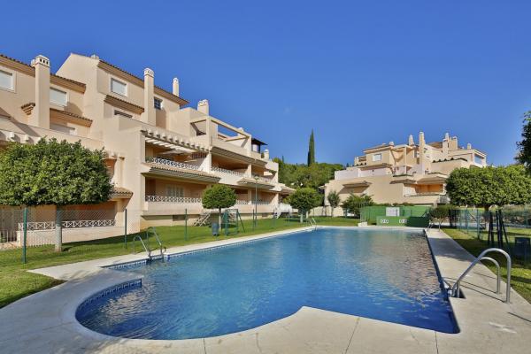 3 Dormitorio, 2 Baño Ático En Venta en Las Lomas de Rio Real, Marbella East