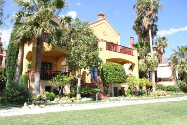5 Dormitorio5, Baño Villa En Venta en La Capellania, Marbella