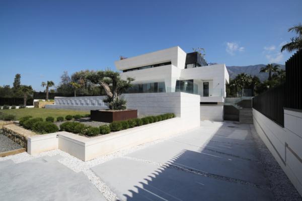 5 Bedroom, 5 Bathroom Villa For Sale in Altos de Puente Romano, Golden Mile
