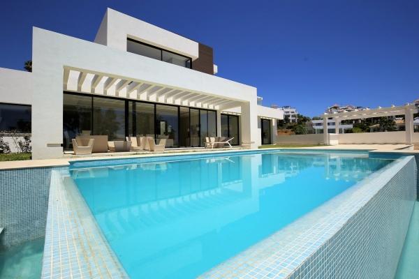 6 Bedroom, 5 Bathroom Villa For Sale in Capanes Sur, Benahavis