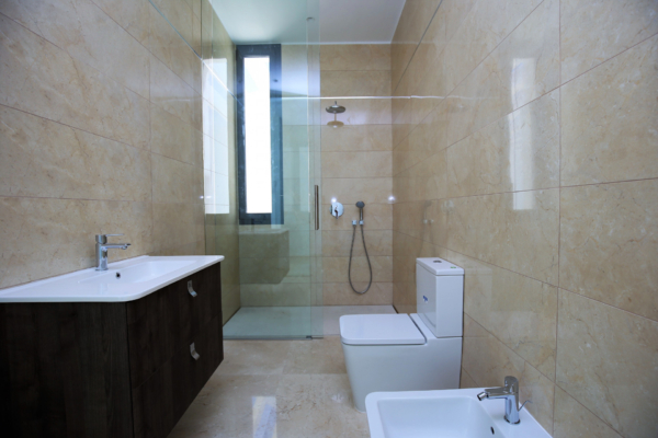 5 Bedroom, 5 Bathroom Villa For Sale in Benahavis