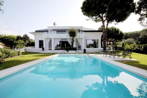 4 Bedroom, 4 Bathroom Villa For Sale in Hacienda las Chapas, Marbella East