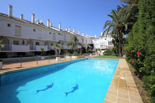 3 Bedroom, 3 Bathroom Apartment For Sale in Nueva Andalucia