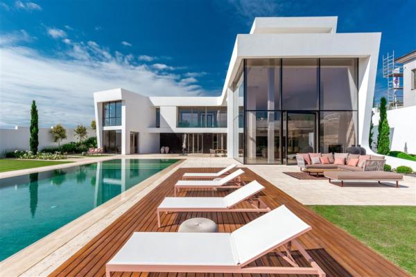 6 Bedroom, 8 Bathroom Villa For Sale in Los Flamingos, Benahavis