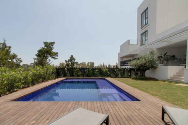3 Bedroom, 3 Bathroom Apartment For Sale in Señorio de Vasari, Marbella Golden Mile