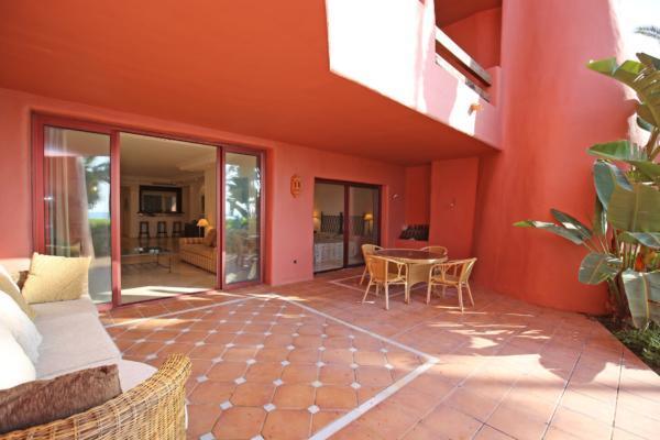 2 Sovrum2, Badrum Lägenhet Till Salu i Menara Beach, New Golden Mile, Estepona