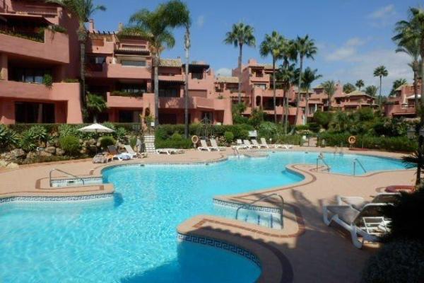 2 Спальня, 2 Ванная Апартамент Продается в Menara Beach, Estepona
