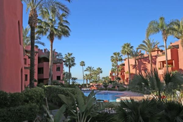 3 Bedroom2, Bathroom Apartment For Sale in Menara Beach, New Golden Mile, Estepona