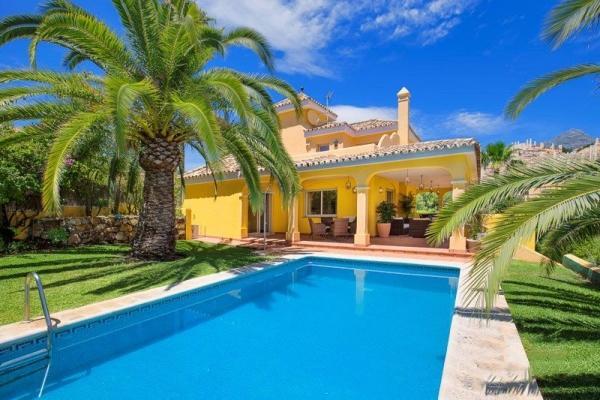 5 Schlafzimmer, 4 Badezimmer Villa Zum Verkauf in Los Naranjos Hill Club, Nueva Andalucia, Marbella