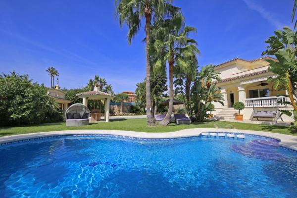 7 Chambre, 6 Salle de bains Villa A Vendre danse Bel Air, New Golden Mile, Estepona