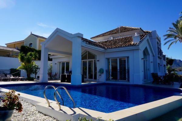 4 Bedroom4, Bathroom Villa For Sale in Puerto del Almendro, Los Almendros, Benahavis