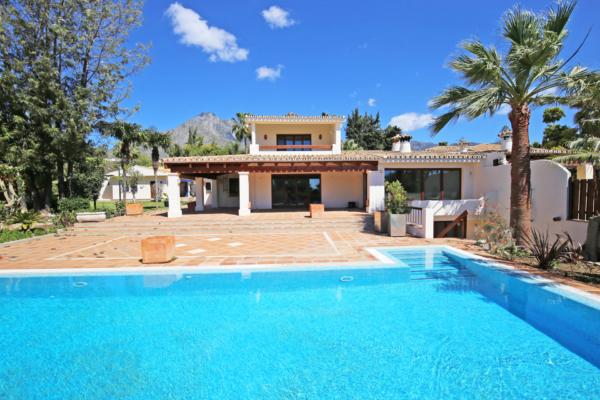 8 Bedroom, 6 Bathroom Villa For Sale in Cortijo Nagüeles, Golden Mile