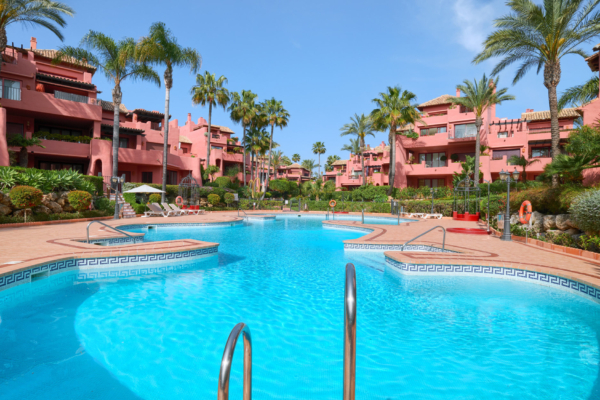 3 Sovrum, 3 Badrum Lägenhet Till Salu i Menara Beach, Estepona