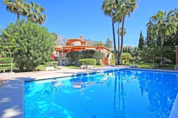 5 Спальня, 4 Ванная Вилла Продается в Marbella Golden Mile