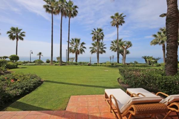 3 Bedroom, 2 Bathroom Apartment For Sale in Menara Beach, New Golden Mile, Estepona