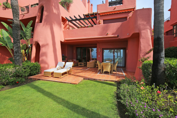 3 Bedroom, 2 Bathroom Apartment For Sale in Menara Beach, New Golden Mile
