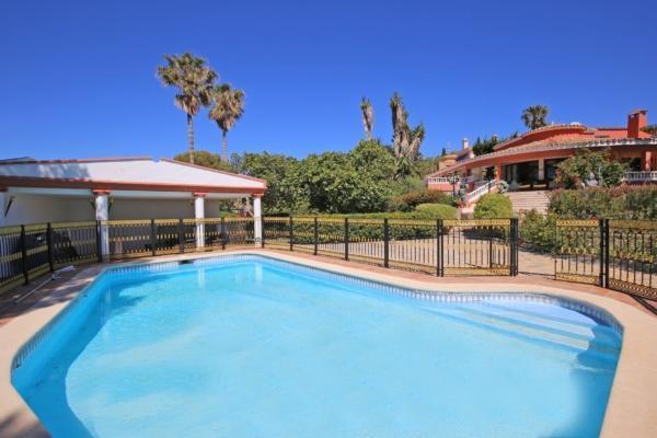6 Bedroom, 6 Bathroom Villa For Sale in Don Pedro, Estepona