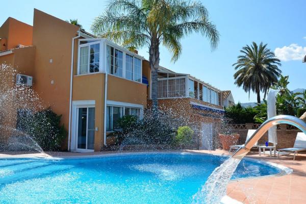 4 Chambre, 4 Salle de bains Villa A Vendre danse Las Brisas, Nueva Andalucia