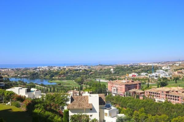 2 Bedroom, 2 Bathroom Apartment For Sale in Acosta los Flamingos, Benahavis