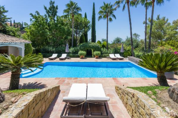 5 Bedroom5, Bathroom Villa For Sale in Los Almendros, Benahavis