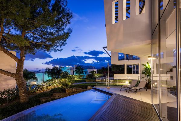 4 Bedroom, 4 Bathroom Townhouse For Sale in Caprice Marbella