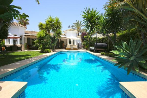 5 Sovrum, 3 Badrum Villa Till Salu i Los Naranjos Golf, Nueva Andalucia, Marbella