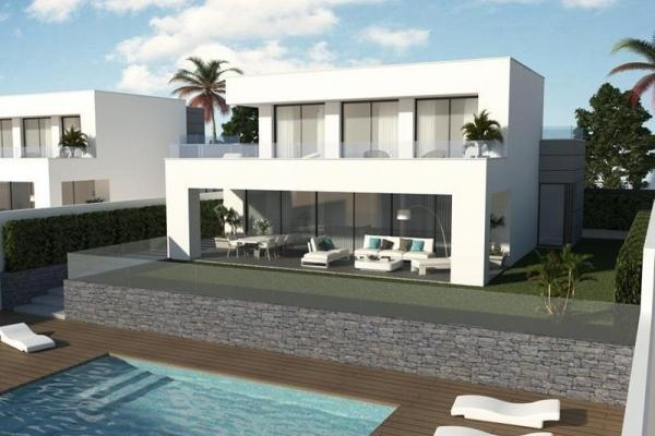 4 Bedroom, 3 Bathroom Villa For Sale in Villas Duquesa Golf & Beach, Manilva