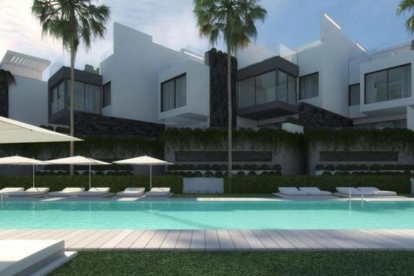 3 Bedroom, 3 Bathroom Townhouse For Sale in The Island Estepona