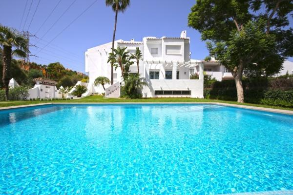 5 Chambre, 4 Salle de bains Maison de Ville A Vendre danse Nueva Andalucia, Marbella
