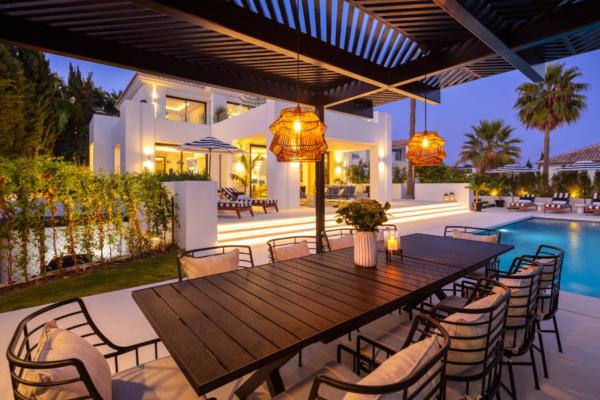 5 Schlafzimmer, 5 Badezimmer Villa Zum Verkauf in Los Naranjos Golf, Marbella