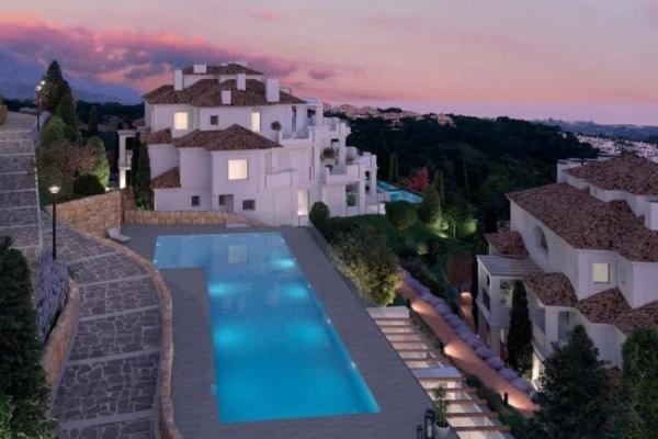 4 Bedroom, 4 Bathroom, Penthouse for Sale in Nueva Andalucía