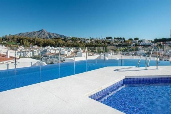 3 Bedroom, 2 Bathroom, Apartment for Sale in Residencial Albatros, Marbella