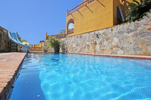 4 Bedroom, 2 Bathroom Villa For Sale in Buenavista, Marbella