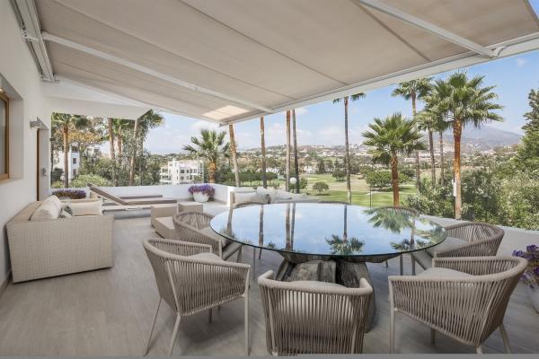 3 Bedroom, 2 Bathroom Apartment For Sale in Alcores del Golf, Nueva Andalucia, Marbella