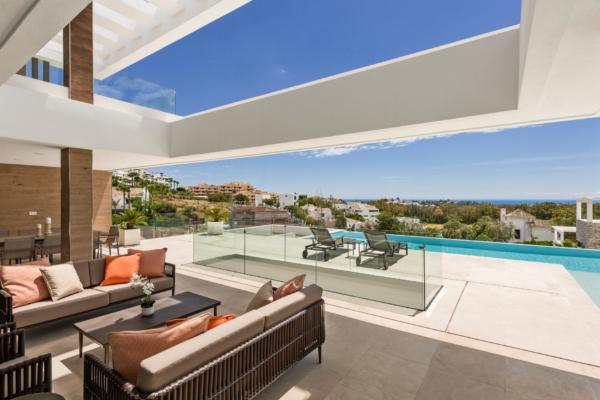 5 Bedroom5, Bathroom Villa For Sale in La Alqueria, Benahavis