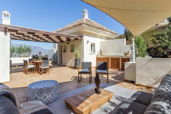 2 Bedroom, 2 Bathroom, Penthouse for Sale in La Mairena, Marbella East