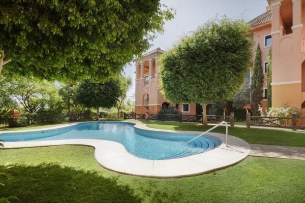 2 Bedroom, 2 Bathroom, Apartment for Sale in El Real de los Halcones, Benahavis
