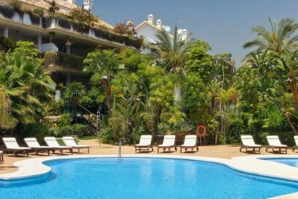 3 Bedroom, 3 Bathroom Penthouse For Sale in Lomas del Rey Fase D, Marbella