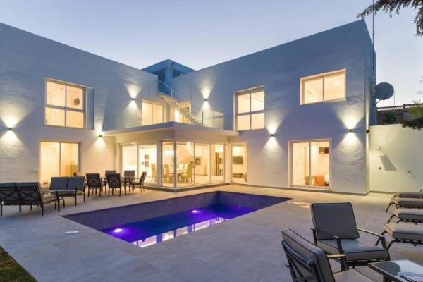 6 Bedroom, 6 Bathroom, Villa for Sale in Nueva Andalucía